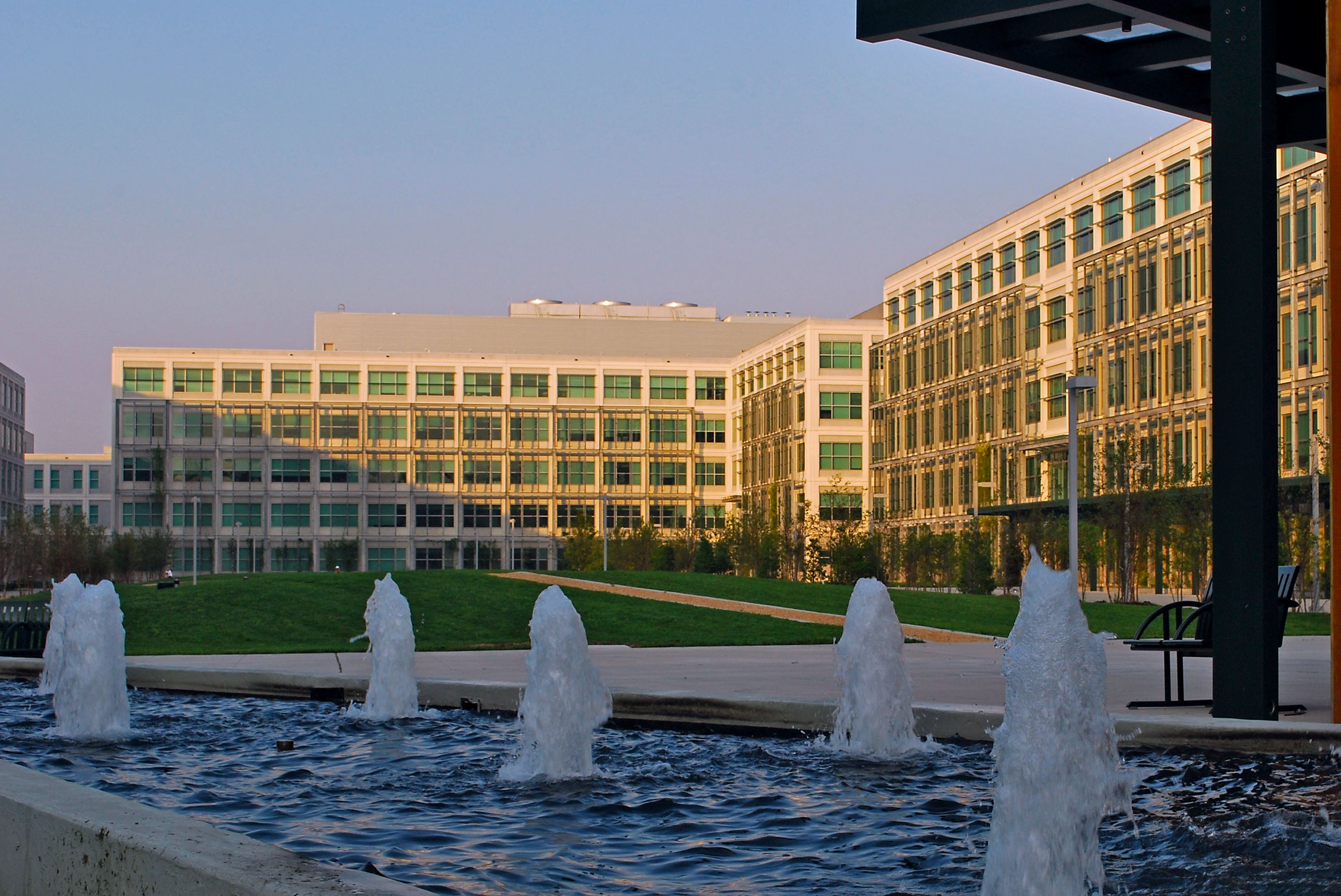 c4isr center of excellence courtyard (2)
