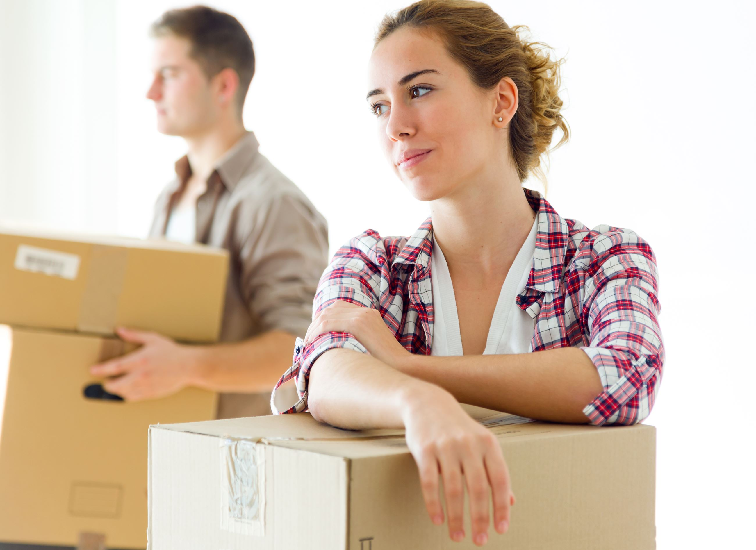 bigstock-Pretty-Young-Couple-Moving-In--112341722